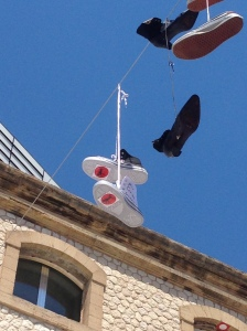 Shoe Tossing de ma Cigale