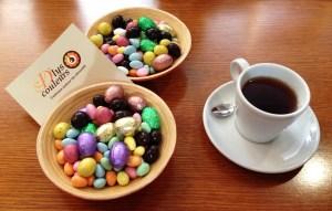 Assortiment de Pâques D'Lys couleurs et thé au chocolat